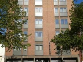 Mons rue P-J Duménil 7. Bel appartement (100m²) centre ville proche des commerces et des écoles, comprenant: hall d'entrée,w
