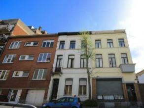 Mons rue d'Egmont 7/3. Très bel appartement (48m²) entièrement rénové en 2014, proche des grands axes routiers et du