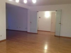 Mons, rue Jules Cornet 8A/3. Bel appartement (100M²) sis au 3ème ét. comp. hall, wc, séjour (salon, sàm), 2 ch, cuis.