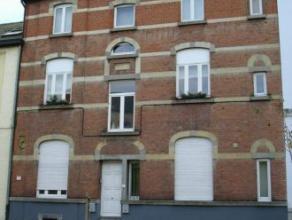 Rue André Masquelier 31A. Bel appart rénové idéalement situé au rez comp: hall,wc, living, cuis équip&eacute