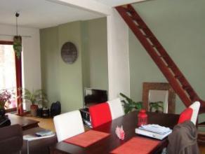 Binche, Rue de Bruxelles 22-1 (1er étage). Centre ville. A proximité de la Grand-Place. Très bien situé. Bel appartement-d