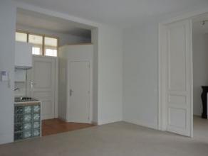 Rue des Arbalestriers 30/1. Bel appartement sis au rez comprenant séjour, cuisine équipée, sdb, 1 chambre. Libre d'occupation. Lo