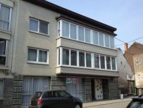 La Louvière, rue de Belle Vue 108. Bel appartement +/- 90 M² sis au 2ème étage comp. hall avec placards, wc, gd séjou