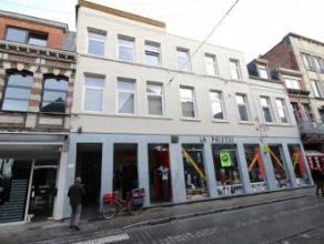 Rue des capucins n°28-30 Mons . Dans un très bon immeuble remis à neuf 3 appartements de 1 chambre comp: salle de douche, séj