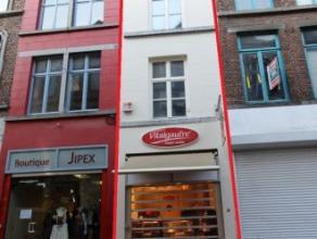 Mons rue de la Chaussée 16, idéalement situé dans le piétonnnier, immeuble commercial, actuellement loué à u