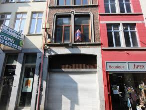 Mons rue de la Chaussée 20, idéalement situé dans le piétonnnier, bel immeuble commercial en bon état gén&ea