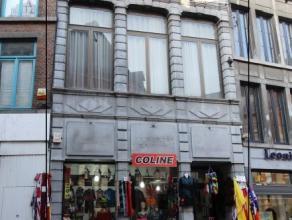 Mons rue de la Chaussée 12, idéalement situé dans le piétonnier, immeuble commercial actuellement occupé par un mag