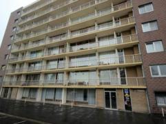 Mons, Parc de la Sablonnière 10-24. Situé dans un joli parc, bel appartement comp. hall, wc, sdd, grand séjour, cuis. ent. &eacut