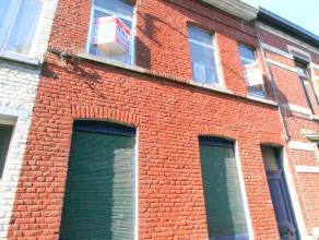 Maison située à proximité du centre ville et des Grands-Près. Composition au rez: Hall d'entrée, salon, buanderie,