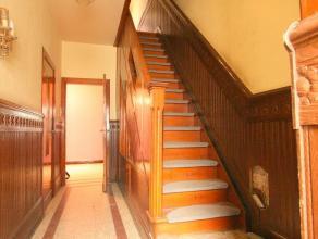 Maison de rangée très bien située avec belle surface habitable, 3 chbres, caves, jolie terrasse à l'étage, chff cen