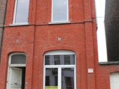 A proximité des université Montoises et de son centre ville; immeuble 3 façades à rénover entièrement. Compr