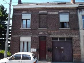 Bien situé, avec accès facile, immeuble de rapport (avec garage) comprenant 1 appartement avec jardin au rez. Au 1er étage: 3 kot