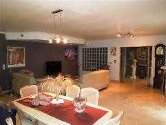 Magnifique villa 4 façades avec dépendances située à Deux-Acren, à proximité des commodités, elle vou