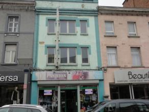 IMMEUBLE COMMERCIAL EN PLEIN CENTRE DE LA LOUVIERE Idéalement situé dans le quartier commerçant de La Louvière et aux abor