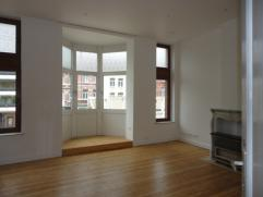 Superbe appartement dans le centre de Charleroi Situé au 1er étage d'un immeuble, ce bel appartement est composé de: - 1 grand li