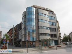 APPARTEMENT AVEC BALCON à La Louvière Situé au 5ème étage d'un immeuble de standing de 10 appartements, ce superbe