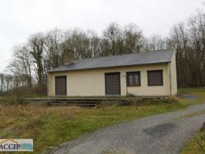 Villa de plain pied 2 chambres avec une grand terrain à l'avant d'un bois. La villa est située dans un quartier résidentiel &agra