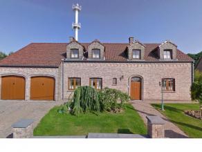 Villa à vendre à ne pas manquer Située sur une propriété de 30 ares, cette superbe villa, proche de toutes les faci