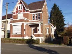 Belle maison de caractère à rénover sur 8 ares composée d'un hall d'entrée, bureau, grand living, arrière cu