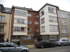 Bel appartement deux chambres avec balcon au 3ème étage d'un immeuble avec ascenseur situé à côté du centre e