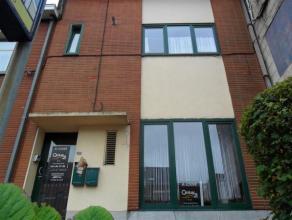 Très bel appartement de 94 m2  au rez avec jardin privatif (100m2); rénové récemment. Il comprend un large séjour a