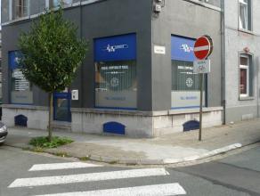 Nous vous proposons à la location une surface commerciale de +-60m2 à deux pas du centre ville de La Louvière. Elle offre u