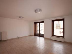 Dans une résidence avec ascenseur, bel APPARTEMENT composé comme suit : Hall d'entrée, WC séparé, spacieux s&eacute