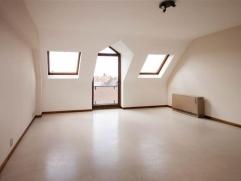Superbe appartement 2 chambres (situé au 4ème étage avec ascenseur) entièrement rénové et composé com