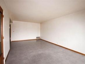 Bel appartement 2 chambres avec balcon composé comme suit: Hall d'entrée, WC séparé, living, cuisine, salle de bains, 2 ch