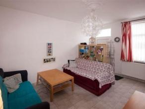 Jolie maison 3 chambres avec garage et jardin composée comme suit: Rez : Salon, salle à manger, cuisine entièrement équip&