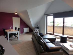 LA LOUVIERE. Appartement moderne et très lumineux. Living (32m²) avec terrasse. Cuisine équipée (4 plaques cuisson él