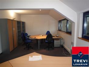 Espace de bureaux de +- 190 m² - Sis au 1er étage - Loyer mensuel 1.163 euros - composition : Accueil/secrétariat 25 m² - Un b