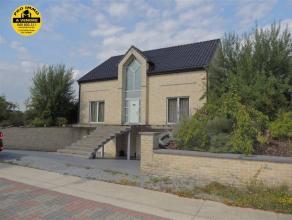 villa 4 façades comprenant:sous-sol: 1 cave, chaufferie, salle de douches, 2 doubles garage.rez de chaussée: grand living avec escalier