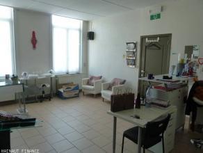 Bonne maison plein centre : cave, hall, living, pièce cuisine, buanderie, salle de bain, 3 chambres, grenier aménagé en 2 chambre
