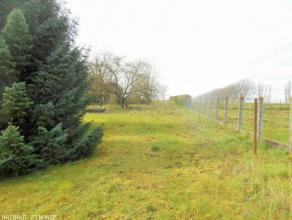 terrain à bâtir situé en zone d'habitat à caractère rural d'environ 13 ares , +/- 15 mètres de façade