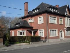 Splendide Maison bourgeoise sur un terrain de 16ares. Hall d'entrée, bureau, WC, spacieux living , salle à manger lumineuses, cuisine mo