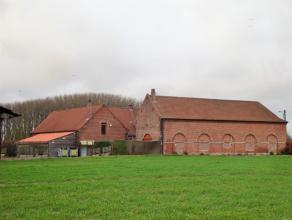 La ferme Crombrue est une ferme en pleine campagne à proximité de la frontière Française. La grange pouvant recevoir +/- 7