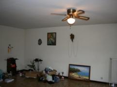 Appartement avec 2 chambres comprenant un salon, une salle à manger, une cuisine semi équipée, une salle de bains avec baignoire,