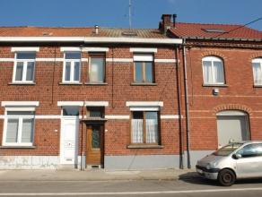 REZ: hall d'entrée, large séjour avec salon et salle à manger offrant une cheminée en marbre, pièce de vie suppl&ea