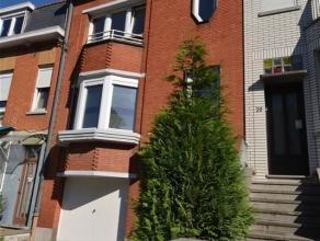 SPACIEUSE BOURGEOISE - GARAGE & JARDIN Spacieuse semi-bourgeoise de type bel étage comprenant : hall d'entrée escalier apparent, vas