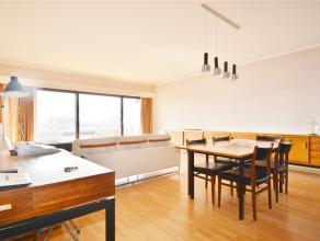BEL & SPACIEUX APPARTEMENT AVEC GARAGE Bel appartement spacieux idéalement situé : hall d'entrée, living (+/-45m2), cuisine &