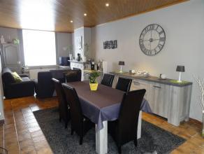 AGREABLE HABITATION DE TOUT CONFORT Belle habitation contemporaine et confortable comprenant : hall, agréable séjour de +/- 35m2 suivi d