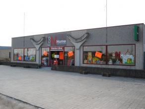 Situé à proximité de la France et des grands axes de communication, somptueux show room d'environ 450 m2 avec bureaux et petit en