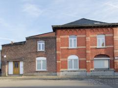HERSEAUX(BALLONS)Sur une parcelle de 355 m², très spacieuse maison d'habitation semi-mitoyenne, pouvant être divisée en 2 ent