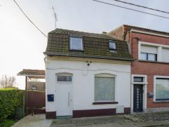 HERSEAUX(PLACE)Dans une rue très calme au centre du village, cette charmante maison d'habitation 3 façades est composée de :Rez-d