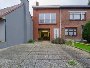 HERSEAUX(BALLONS)Idéale pour un artisan ou un indépendant, cette solide et volumineuse maison se compose de :Rez-de-chaussée : Gr
