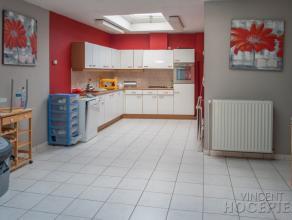 A LOUER(HERSEAUX)Maison de rangée composée de :Rez-de-chaussée: couloir, living très lumineux, cuisine équip&eacute