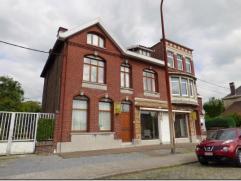 Caractéristiques Grande maison bourgeoise à moderniser avec partie commerciale, comprenant: Sous-sol: cave, chaufferie. RDC: hall d'entr