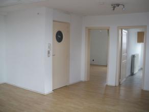 Appartement à louer au 2ème étage d'un petit immeuble de 4 appartements. Comprenant : grand living lumineux (35 m²), cuisine