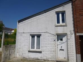 Maison à rénover située à 2 pas de la place de Deux Acren. Elle se compose d'un salon, salle à manger, cuisine,sdb